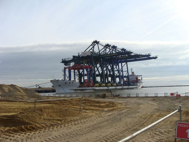 Gt Yarmouth's Outer Harbour under construction